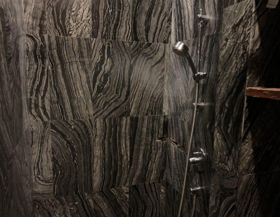 トレーニングルームのシャワー