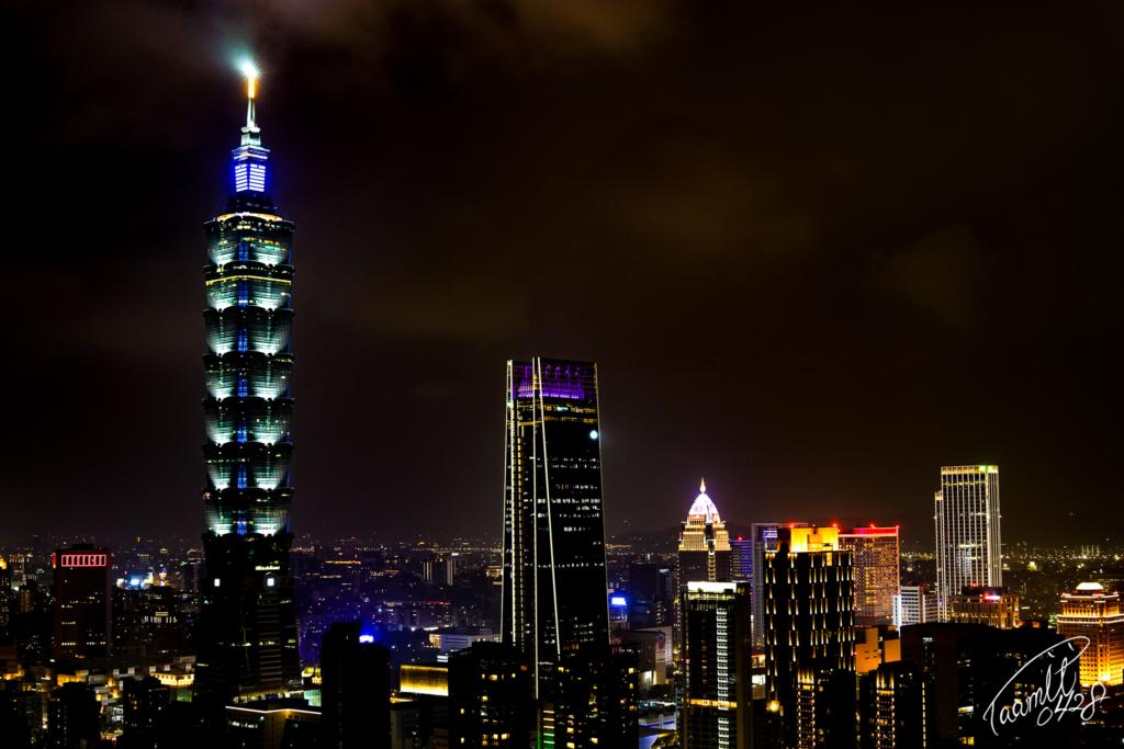 台北の夜景を象山から撮影